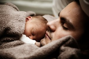 Foto: Pixabay. Baby and Dad